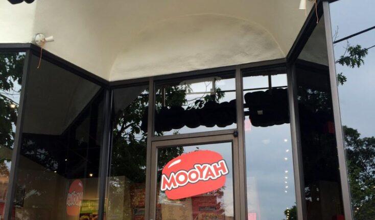 MOOYAH Larchmont Exterior