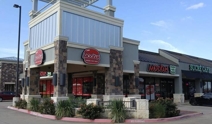 MOOYAH restaurant in Plano - best Plano Restaurants - on Spring Creek