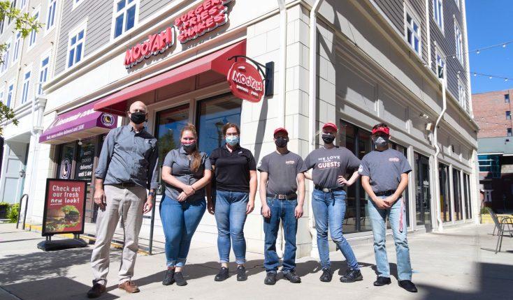 MOOYAH UCONN CT Team Best Burger